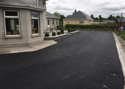 completed driveway with tar sidehouse - Prestige Tarmacadam