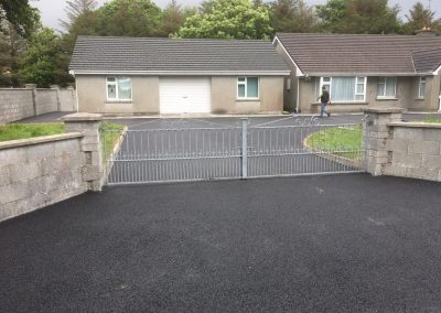 completed driveway with tar 5- Prestige Tarmacadam