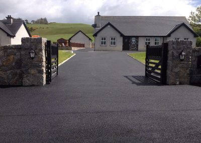 completed driveway with tar 3 - Prestige Tarmacadam